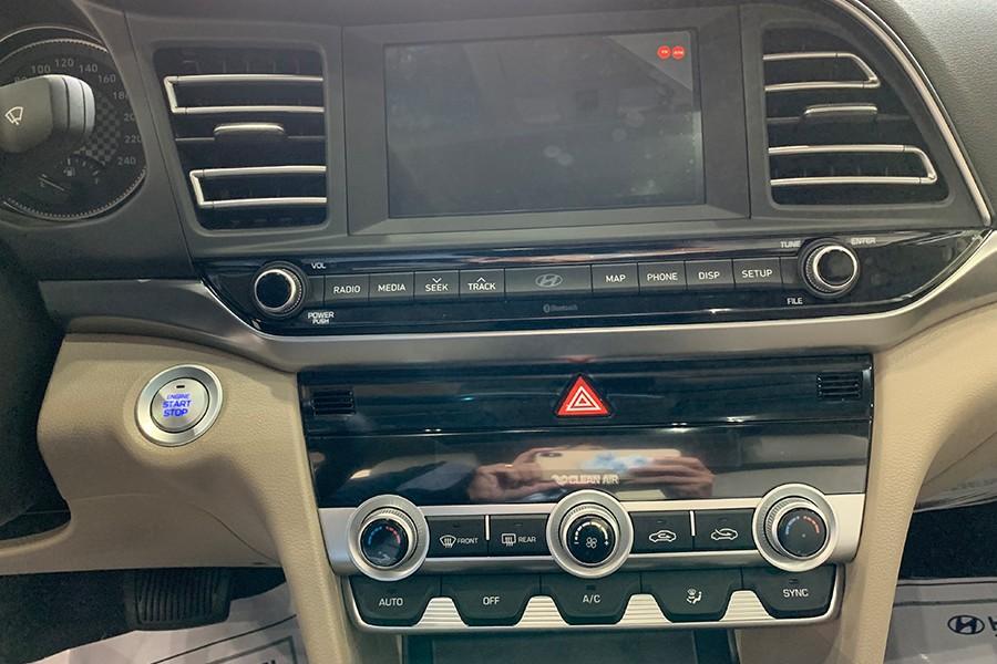 Hệ thống giải trí âm thanh với màn hình 7 inch